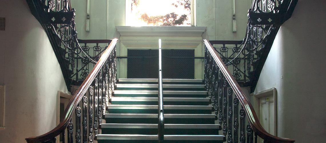 Mains stairs